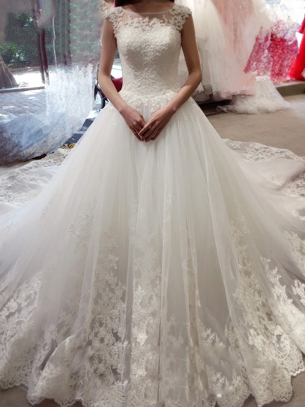 Ball Gown Tulle Sleeveless Applique Bateau Chapel Train Wedding Dresses
