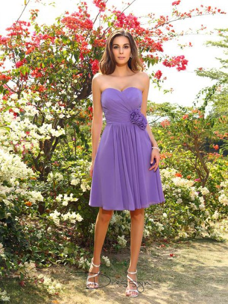 A-Line/Princess Sleeveless Sweetheart Hand-Made Flower Chiffon Knee-Length Bridesmaid Dresses