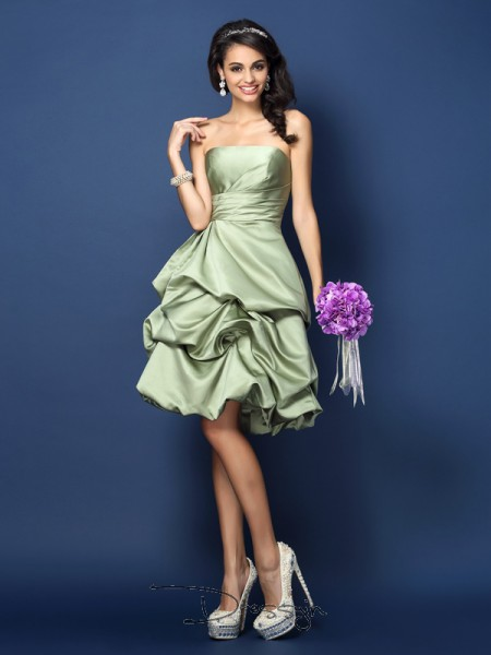 A-Line/Princess Sleeveless Strapless Ruched Satin Knee-Length Bridesmaid Dresses