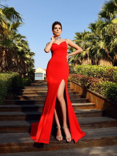 Sheath/Column Sleeveless High Neck Beading Spandex Court Train Dresses