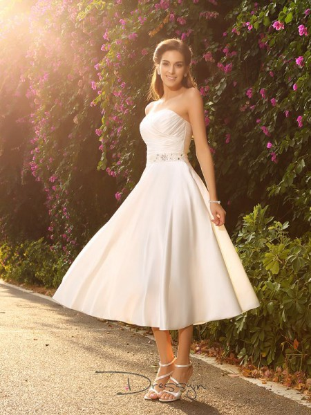 A-Line/Princess Satin Sweetheart Sleeveless Beading Tea-Length Wedding Dresses