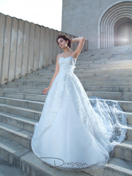 Ball Gown Lace Sweetheart Sleeveless Lace Chapel Train Wedding Dresses