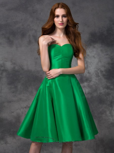 A-Line/Princess Taffeta Sweetheart Sleeveless Knee-length Bridesmaid Dresses
