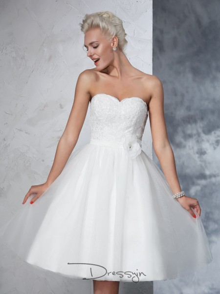 A-Line/Princess Net Sweetheart Sleeveless Hand-made Flower Knee-Length Wedding Dresses