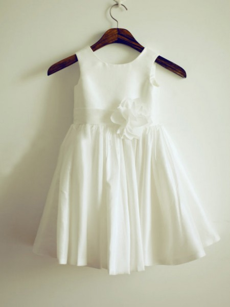 A-Line/Princess Jewel Hand-Made Flower Sleeveless Taffeta Knee-Length Flower Girl Dresses