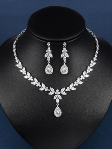 Hot Sale Charming Zircon Jewelry Set With Water Drop