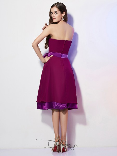 A-Line/Princess Strapless Bowknot Sleeveless Chiffon Knee-Length Bridesmaid Dresses