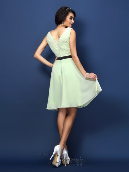 A-Line/Princess Sleeveless Bateau Pleats Chiffon Short Bridesmaid Dresses