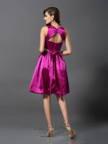A-Line/Princess Sleeveless Straps Beading Elastic Woven Satin Knee-Length Bridesmaid Dresses
