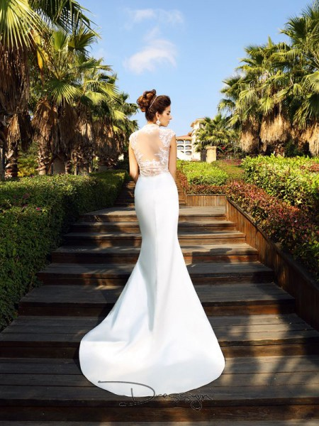 Trumpet/Mermaid Satin High Neck Sleeveless Beading Court Train Dresses