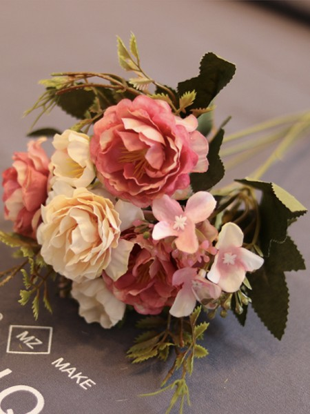 Free-Form Bridal Silk Flower Wedding Decoration