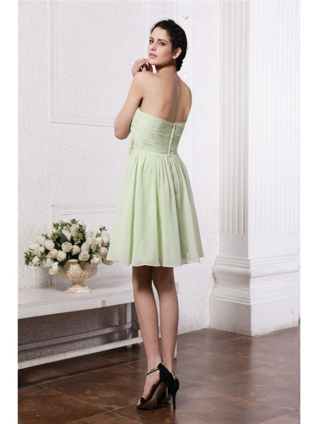 A-Line/Princess Sweetheart Pleats Hand-Made Flower Sleeveless Chiffon Short Bridesmaid Dresses