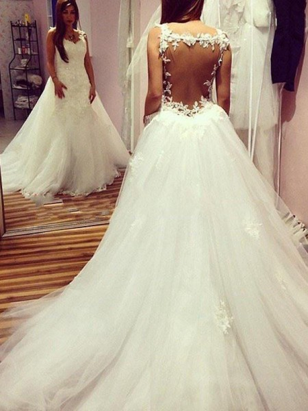 Ball Gown Sweetheart Applique Sleeveless Tulle Chapel Train Wedding Dresses