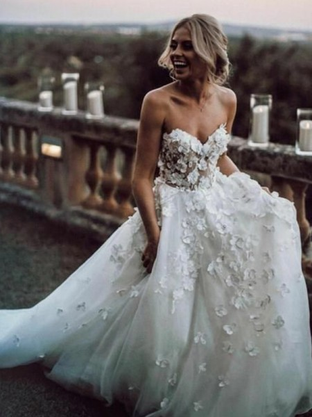 A-Line/Princess Court Train Applique Tulle Sweetheart Sleeveless Wedding Dresses